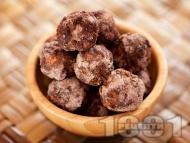 Сурови бонбони със сушени плодове (ябълки, фурми, смокини), сурови бадеми и какао